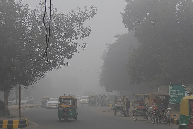 A photo of a smoggy street in the Indian city of New Delhi