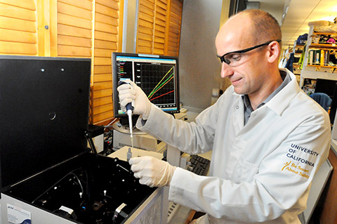 Andreas Martin in lab.