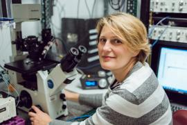 Polina Lishko at a microscope